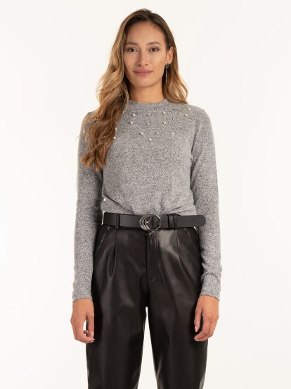 Sweater with pearls and stones