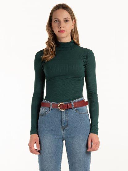 Basic ribbed turtleneck t-shirt
