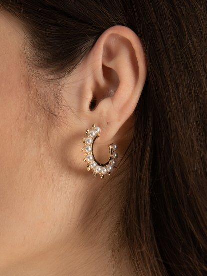 Hoop earrings with faux pearls
