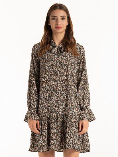 Kwiecista sukienka z falbankami