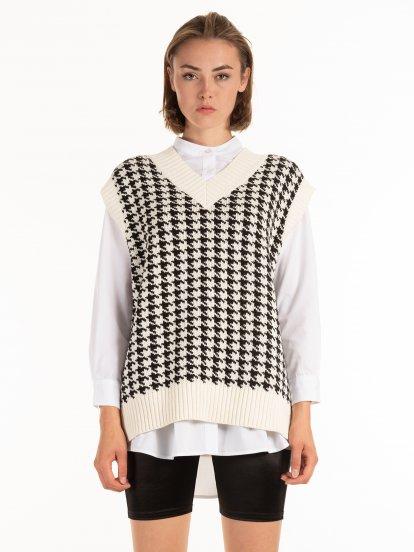 Houndstooth knitted vest