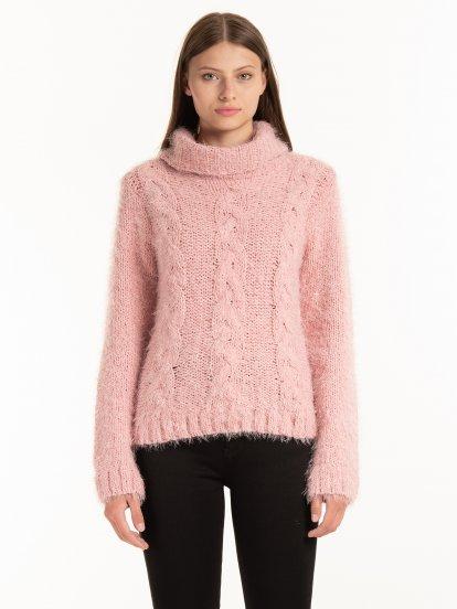 Cable-knit turtleneck