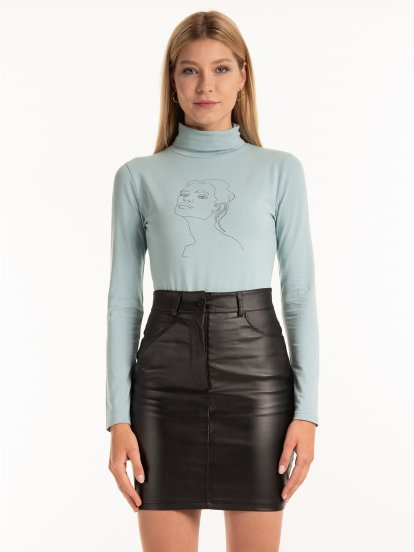 Rollneck top with graphic print