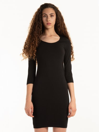 Dopasowana sukienka basic