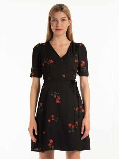 Zavinovacie kvetované šaty