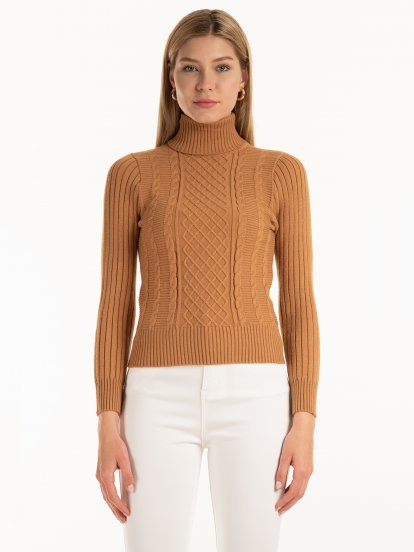 Cable-knit rollneck pullover
