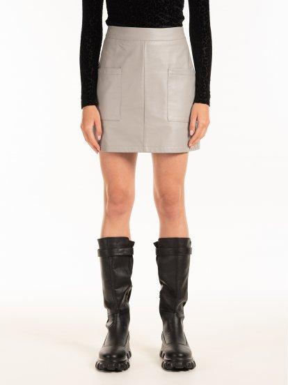 Mini spódniczka wykonana z imitacji skóry