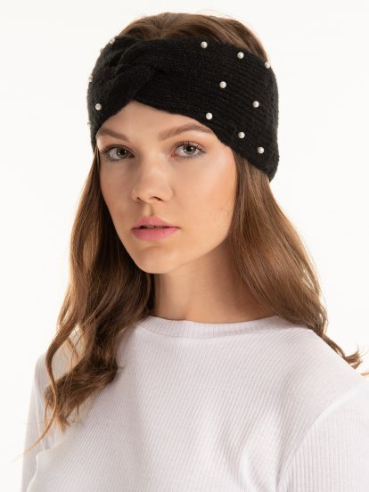 Knitted headband with pearls