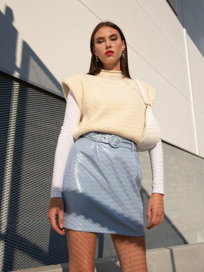 Knitted vest with shoulder pads