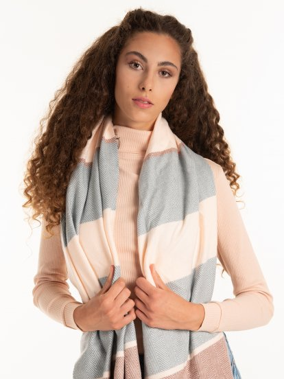 Stripped scarf with tassels
