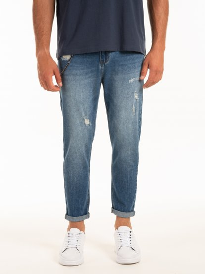 Loose fit damaged jeans