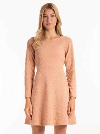 Texturované áčkové šaty