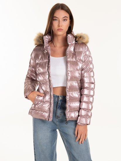 Lesklá prešívaná vatovaná dievčenská bunda s kapucňou a umelou kožušinou