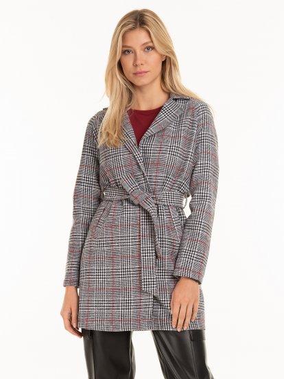 Kockovaný kabát s opaskom