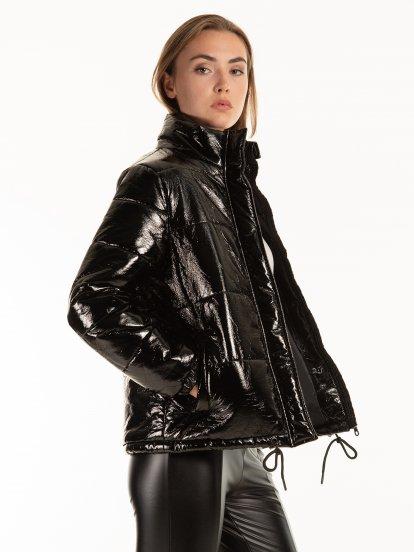 Lesklá prošívaná dámská vycpávaná bunda