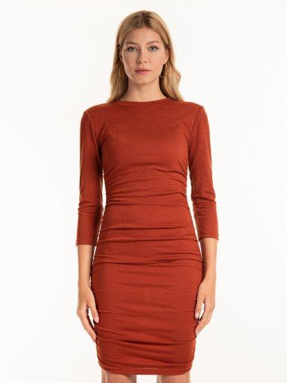 Obtažené žebrované šaty