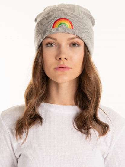 Knitted beanie with embro