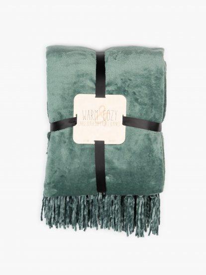 Blanket with tassels