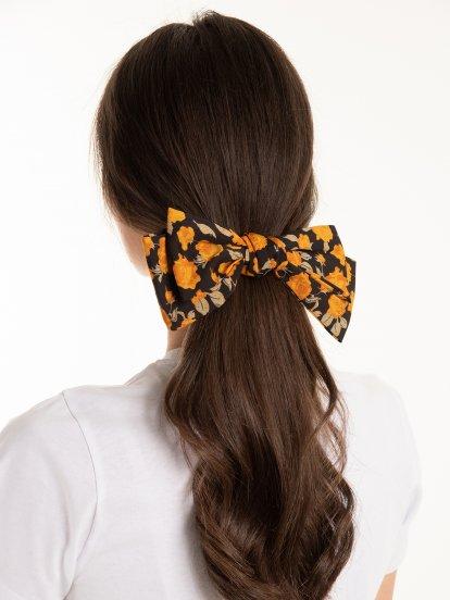 Květovaná mašle do vlasů
