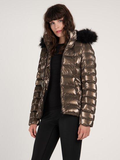 Lesklá prošívaná vycpávaná dívčí bunda s kapucí a umělou kožešinou