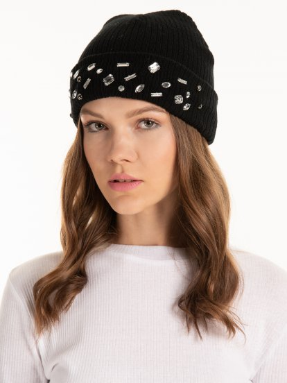 Knitted beanie with decorative stones