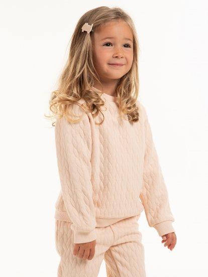Strukturovaný dívčí pulovr
